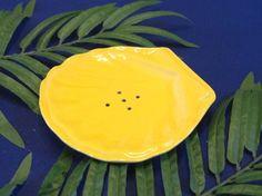 貝殻の形をした石鹸皿です。色は、白、黄色、ピンクとあます。サイズ 長さ16㎝ 幅15㎝ 高さ2㎝ 重さ220g|ハンドメイド、手作り、手仕事品の通販・販売・購入ならCreema。
