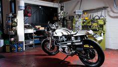 Volevano una moto classica, ma allo stesso tempo qualcosa di mai visto prima. Cosa dite? Ce l'hanno fatta quelli di Made in Metal Motorcycles? Secondo noi sì, e ha una classe tutta inglese.