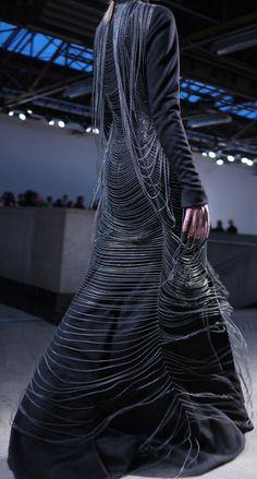 Gareth Pugh fall 2010 - brilliant construction and fashionable ingenuity . a walking, floating work of art. Dark Fashion, Gothic Fashion, Fashion Art, High Fashion, Fashion Design, Latex Fashion, Emo Fashion, Steampunk Fashion, Gareth Pugh