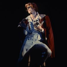 David Bowie, Photo by Neil Zlozower, Universal Amphitheatre, LA. David Bowie Starman, David Bowie Ziggy, David Bowie Art, David Bowie Diamond Dogs, Bowie Ziggy Stardust, The Nobodies, Ziggy Played Guitar, Pretty Star, Young Americans