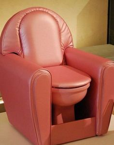 Sofa toilet? Esto tiene que ser un chiste jejeje