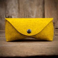 www.werktat.de #Filz #felt #Brillenetui #glases #case #hülle #sleeve #Sonnenbrille #Brille #Etui #Futteral #Hülse #Brille #Brillen #Accessoire #accessory #spectacles #eyeglasses #goggles #sunglasses #yellow #mustard #gelb
