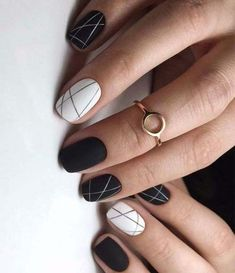 Black and white nail art for awesome look in 2019