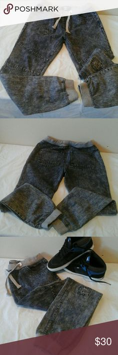 """Jeans Jogger NWOT, Excellent condition,  length 40 1/2"""", inseam 29 1/2"""", size medium,  70% cotton,  30% polyester,  laying flat: waist 16"""". Elastic waist, relax fit, photo reflect true color Brooklyn, XPRESS Pants Sweatpants & Joggers"""