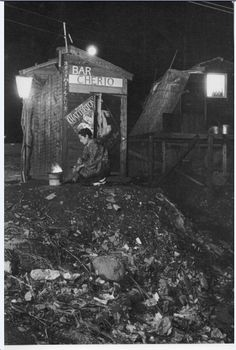 Bar in a Rubbish Dump. 1950, Ōmori, Tokyo, Japan ☆by Tadahiko Hayashi. (直訳) 昭和25年東京大森、ゴミ溜めのバー。