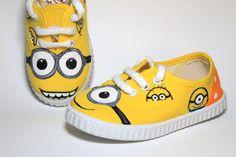 Zapatillas pintadas a mano  www.sweetlittleshoes.com                                                                                                                                                                                 Más