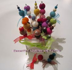 ♥♥♥ Alfinetes e  bolinhas ... by sweetfelt \ ideias em feltro, via Flickr