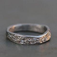 Alliance or gris taupe palldié de Esther pour l'Atelier des Bijoux Créateurs
