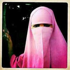 Boroma woman thru Iphone Hipstamatic - Somaliland Beautiful Hijab, Beautiful Women, Niqab Fashion, Pink Fashion, Womens Fashion, Hijab Niqab, Hijab Tutorial, Somali, Muslim Women