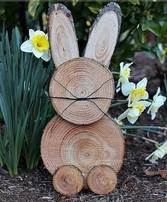 Add a country touch to your easter decor with these DIY easter wood crafts. From outdoor easter wood signs to pallet easter wood projects, there are plenty of rustic easter decorations to choose from. Wooden Decor, Wooden Crafts, Wooden Diy, Diy And Crafts, Diy Wood, Awesome Woodworking Ideas, Woodworking Crafts, Woodworking Organization, Intarsia Woodworking