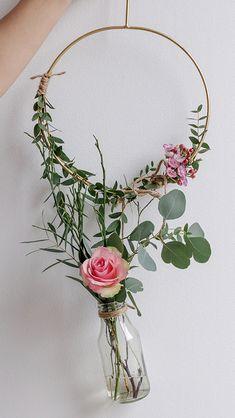 Geometric Decor – Trend Decor for You! Diy Fall Wreath, Fall Diy, Handmade Flowers, Diy Flowers, Easy Christmas Decorations, Wedding Wall, Floral Hoops, Geometric Decor, Bridal Shower Decorations