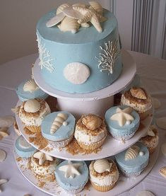 Such a sophisticatedly beautiful array of seashells cupcakes and a matching full sized cake. #beach #shells #wedding #cake #food