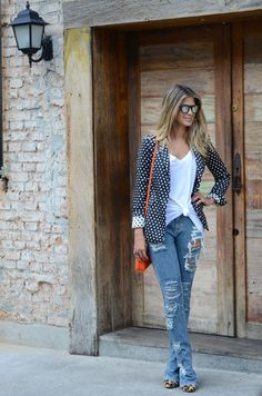 Imagem de http://annafasano.com.br/wp-content/uploads/2014/05/anna-fasano-destroyed-jeans-01.jpg.