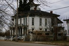The Abandoned Ghost Town of Cairo, Illinois Is Very Creepy