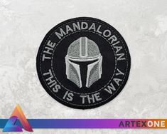 The Mandalorian Mando's Helmet Iron-on Embroidery Patch - This is the Way - Star Wars Iron On Embroidery, Embroidery Patches, Embroidery Patterns, Pin And Patches, Iron On Patches, Jacket Patches, Diy Craft Projects, Sewing Projects, Star Wars Stickers