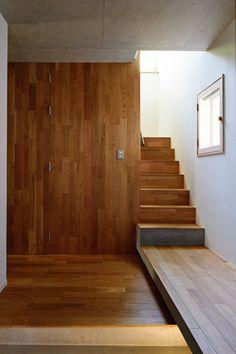 階段はフローリングで作っちゃいました。