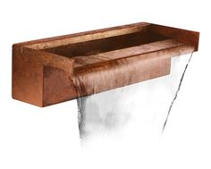 This stunning blade cascade would make a lovely addition to your garden. Corten steel brings a contemporary yet sophisticated finish to this water feature. Used in gold medal winning gardens of the RHS Chelsea Flower Show 2015, corten steel boats a spectacularly unique appear