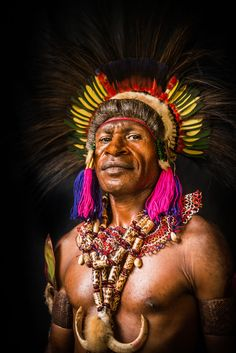 Papua New Guinea Eastern Highlands tribes Arte Tribal, Tribal Art, We Are The World, People Around The World, Beautiful World, Beautiful People, Afro Punk Fashion, Tribal Fashion, Tribal People