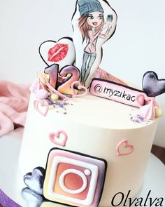 Best birthday cake for teens without fondant Ideas 12th Birthday Cake, Birthday Cakes For Teens, Cool Birthday Cakes, Teen Cakes, Girly Cakes, Cute Cakes, Fondant Cakes, Cupcake Cakes, Bolo Rapunzel