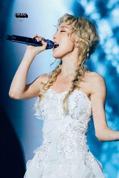 Nunca vi mulher mais bela com a voz mais doce