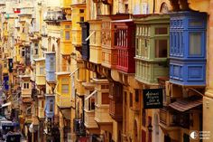 Malta - Beautiful architecture in La Valetta. I loved Valetta, Malta! Malta Valletta, Places Around The World, Oh The Places You'll Go, Places To Travel, Places To Visit, Around The Worlds, Beautiful World, Beautiful Places, Bósnia E Herzegovina