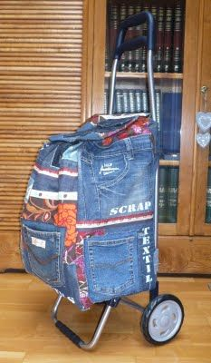 Sewing for beginners upcycle jeans 27 ideas Sewing Jeans, Diy Jeans, Jeans Recycling, Diy Sac, Jean Purses, Denim Ideas, Denim Crafts, Recycled Denim, Denim Bag
