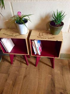 Petits rangements : 20 DIY récup' et déco Discover 20 clever ideas to transform your old objects into practical and decorative small storage accessories! Decorative Storage, Small Storage, Upcycled Furniture, Diy Furniture, Deco Addict, Creation Deco, Wine Case, Decoration, Crates