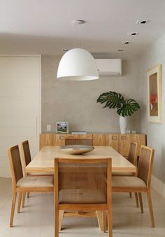Apartamento de 120 m² no Rio de Janeiro / Carmen Zaccaro e Marise Kessel #dining #lighting