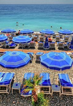 Deauville, north of France #zee #parasol #Frankrijk #vakantie #auto