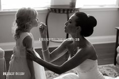 ♥ flower girl / bride -must have a picture like this!