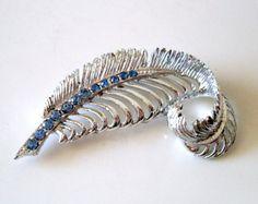 Vintage Silvertone Feather Plume Brooch (Blue Rhinestone)