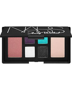 Debbie Harry Eye and Cheek Palette is a stunning, limited-edition eye and cheek palette featuring four new eye shadow shades and two new blush shades. What it does: Pop star meets pop artist in NARS' Debbie Harry Eye and Cheek Palette.