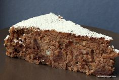 Nut and chestnut cake with chocolate (one of the best cakes ever, ever, ever) I'll be the first to admit that I have a big sweet tooth. Banana Bread Almond Flour, Paleo Banana Bread, Banana Bread Recipes, Easy Paleo Dinner Recipes, Easy Desserts, Dessert Recipes, Paleo Breakfast Cookies, Best Cake Ever, Almond Cakes