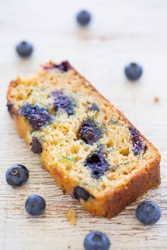 Blueberry Zucchini Bread - Juicy BLUEBERRIES in every bite of this soft, easy, no mixer bread! If you have picky eaters who don't like zucchini, don't worry because you can't taste it! It keeps the bread tender and HEALTHIER! Blueberry Zucchini Bread, Blueberry Bread Recipe, Zucchini Bread Recipes, Easy Bread Recipes, Blueberry Recipes, Sweet Recipes, Cooking Recipes, Blueberry Cake, Bakery Recipes
