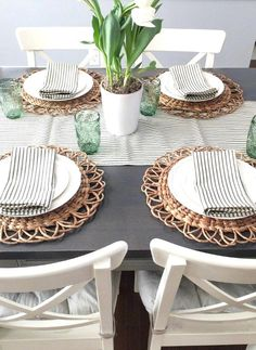 Kitchen Table Decor Everyday, Home Decor Kitchen, Farmhouse Table, Farmhouse Decor, Surf House, Ikea Table, Decoration Table, Dinner Table, Easy Diy Projects