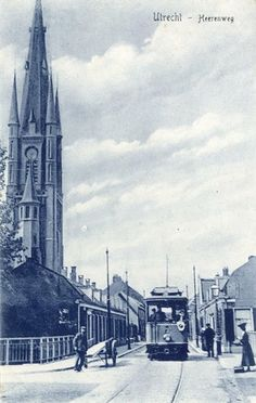 Gezicht in de Herenweg te Utrecht met (links) de toren van de St.-Monicakerk.1910-1920
