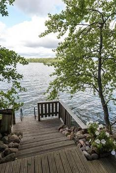 Terassilaituri, uritettu terassilauta / Terrace patio by the lake Lake Cottage, Cottage Homes, Water House, Cottage Exterior, Seen, Waterfront Homes, Maine House, Strand, Outdoor Spaces
