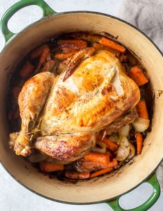 Dutch Oven Whole Chicken, Baked Whole Chicken Recipes, Oven Roasted Whole Chicken, Whole Roast Chicken Recipe, Whole Turkey Recipes, Cooking Whole Chicken, Roast Chicken Recipes, Dutch Oven Cooking, Dutch Oven Recipes
