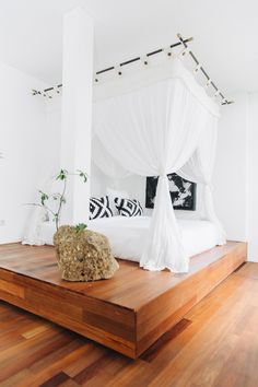13 Beautiful Canopy Bed Ideas For Your Bedroom – Page 6 – Summer Daisy Cottage Bali Bedroom, Peaceful Bedroom, Dream Bedroom, Home Bedroom, Bedroom Decor, Bedroom Ideas, Master Bedroom, All White Bedroom, White Bedrooms