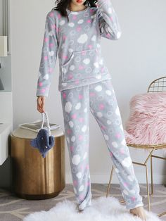 Cute Pajama Sets, Cute Pajamas, Cute Sleepwear, Girls Sleepwear, Pajama Outfits, Lazy Outfits, Cute Comfy Outfits, Cool Outfits, Night Suit For Women