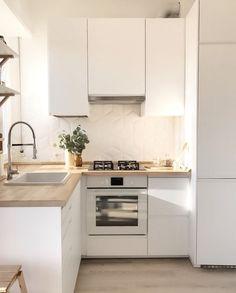 Apartment Kitchen Ideas: 20 Inspiring Decors for a Tiny Space Minimalist Kitchen Apartment décors Ideas Inspiring Kitchen Space Tiny Kitchen Room Design, Kitchen Layout, Home Decor Kitchen, Home Kitchens, Kitchen Designs, Ikea Kitchens, Tiny Kitchens, Modern Kitchens, Kitchen Modern