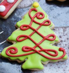 Simple and Elegant Christmas Tree Cookies Christmas Tree Cookies, Iced Cookies, Christmas Sweets, Christmas Cooking, Noel Christmas, Holiday Cookies, Christmas Cakes, Elegant Christmas, Xmas Tree