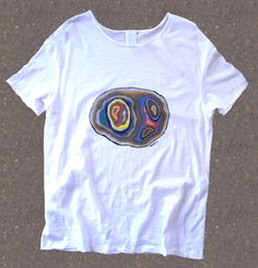 This is a white unisex t shirt painted by hand with special cloth painting. Short slevee slub t-shirt. Unfinished sleeves and neck. 100% cotton. Gramage: 120 gsm. Size S/M