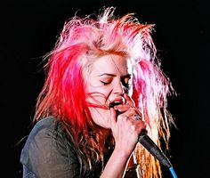 Love her hair and eyeliner.