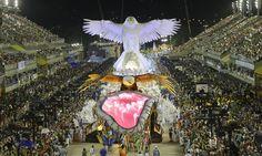Á águia da Portela em forma de Cristo Foto: Cezar Loureiro // Carnaval Rio de Janeiro 2015