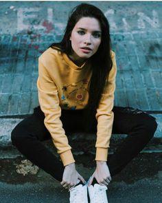 Diosa😄😄😄 Youtube Argentina, Girl Crushes, Picsart, Bomber Jacket, Graphic Sweatshirt, Girls, Legends, Women's, Amor