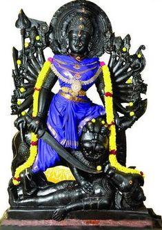 Aadi Velli Rituals bring victory in all spheres and your fortunes are multiplied by pleasing the powerful goddess Shakthi. Durga Maa, Hanuman, Mahakal Shiva, Apocalypse Art, Kali Goddess, Lord Shiva Painting, Lord Murugan, Radha Krishna Pictures, Divine Mother