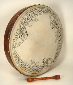 celtic bodhran drum--Roger would have used this when performing. Celtic Music, Celtic Art, Outlander, Irish Drum, Bodhran Drum, Drums Art, Irish Eyes, Irish Celtic, Diana Gabaldon