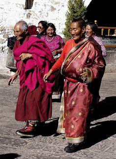 Tibetan pilgrims coming to Lhasa tibet 3.JPG by FatiMaR on Flickr