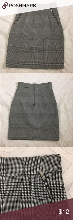 H&M pencil skirt Black and white tartan print pencil skirt with zip detail on front and exposed zip up the back. US size 2 but runs small more like a 0. H&M Skirts Mini